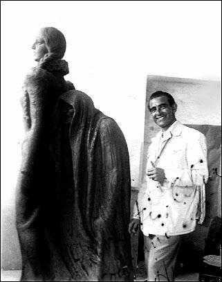 Antonio Navarro Santafé trabajando La Brujadel Monumento a Chapí en Villena