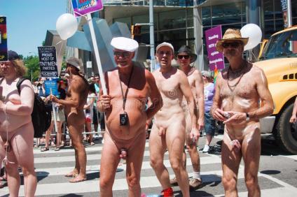 grupo-de-viejo-hombre-desnudo-en-el-orgullo-2010-de-toronto-15012129